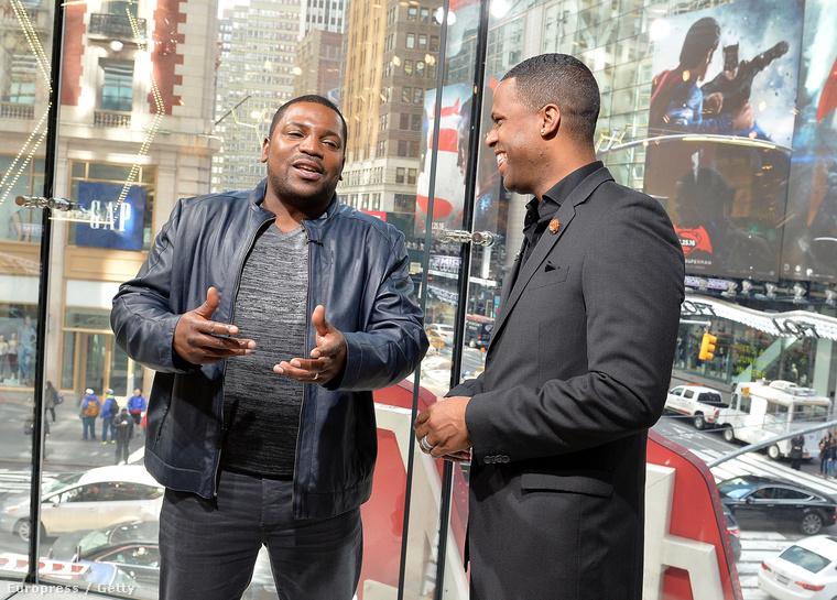 A 41 éves színész pedig szorgalmasan népszerűsíti a filmet, itt éppen az Extra műsorvezetőjével beszélget