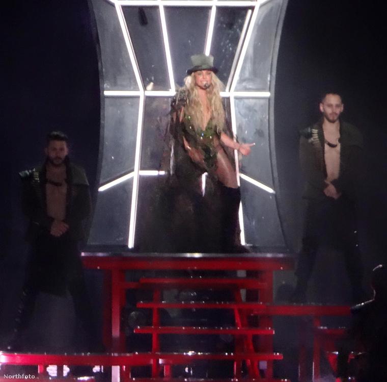 Ha azt mondjuk, hogy Britney Spears főnixmadárként szárnyalt fel saját hamvaiból, akkor még csak nem is esünk túlzásba