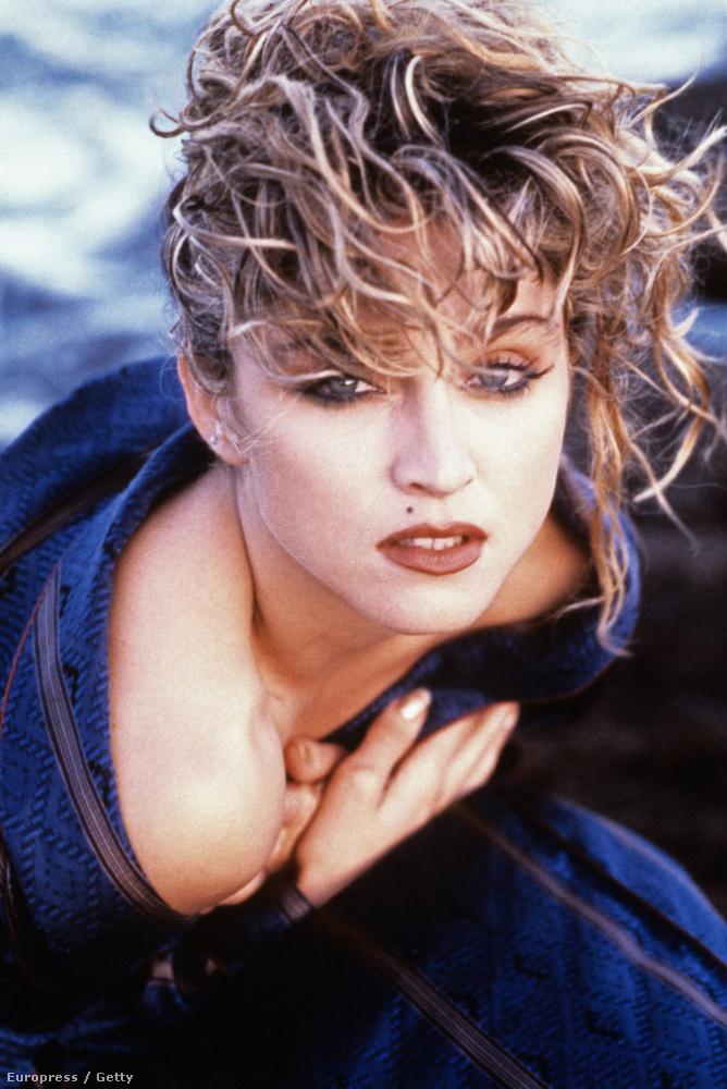 1985: a képen Madonnát látják.