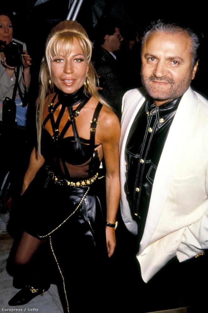 1992: itt 37 éves, Gianni Versace mellett látható.