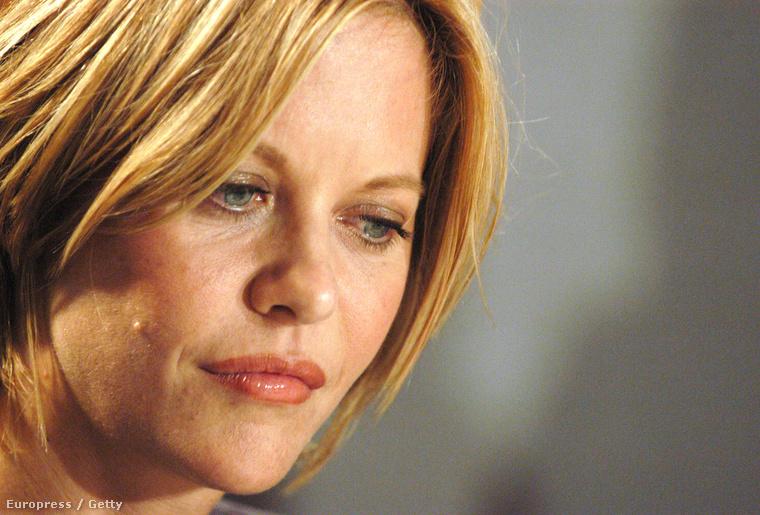 2003: visszatért a rövid hajhoz, amivel mindenki megszokhatta, és az új arcvonásai is összhangban vannak az érintetlenül hagyott részekkel