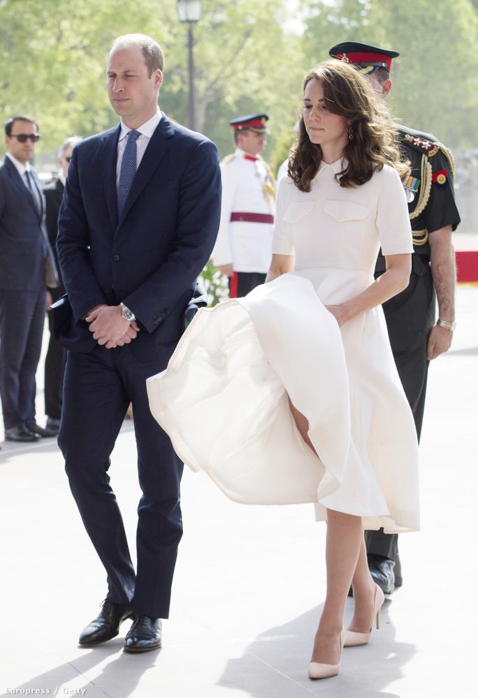 Utána jöttek hírek arról, hogy a hercegné fenékőrt kap, de minimum nehezékeket a ruhájába.