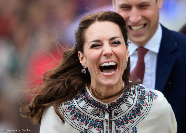 Nagyot tévednének! A jelek szerint a hercegné semmit sem élvez annyira, mint a hagyományokkal ismerkedést.