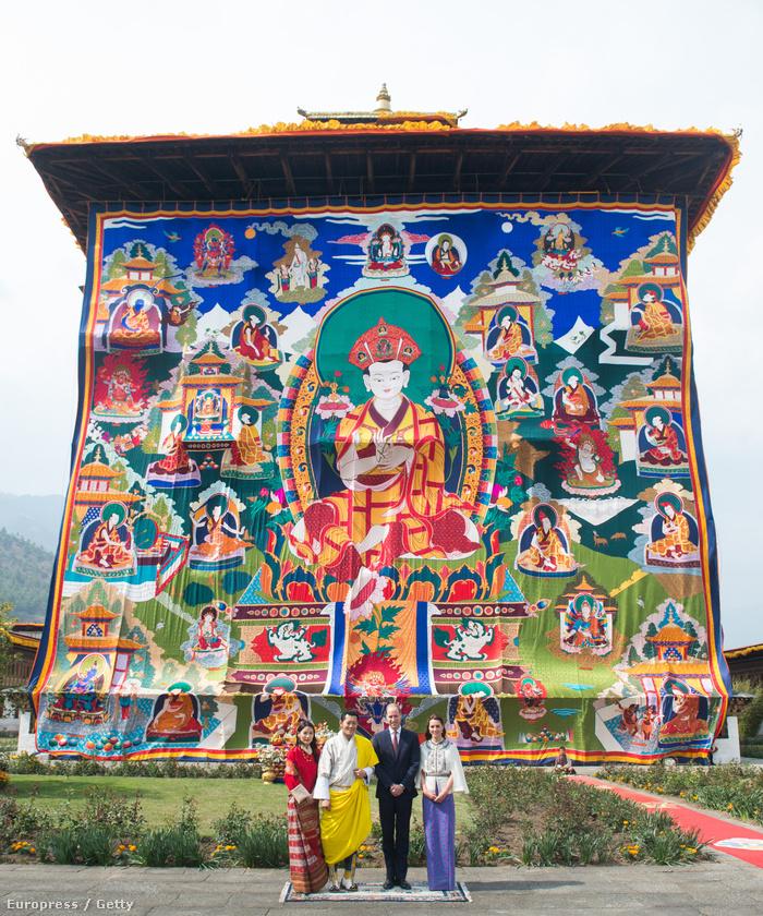 Pózolás Bhután királyával és királynőjével, Jigme Khesar Namgyel Wangchuckkal és Jetsun Pemmel.