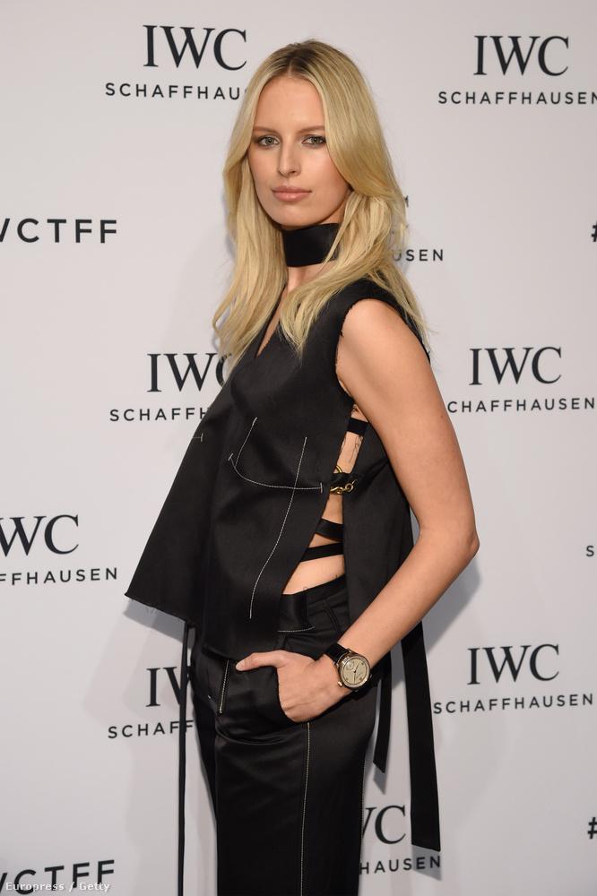Karolina Kurkova akkor is modellként pózol, amikor nem kell