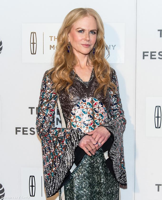 A színésznő a Tribeca Filmfesztivál egyik bemutatóján jelent meg ebben az igen különleges ruhában