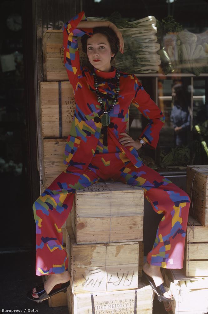 Kellékek nélkül is festhet az ember furcsán, mint ő itt, 1971-ből.