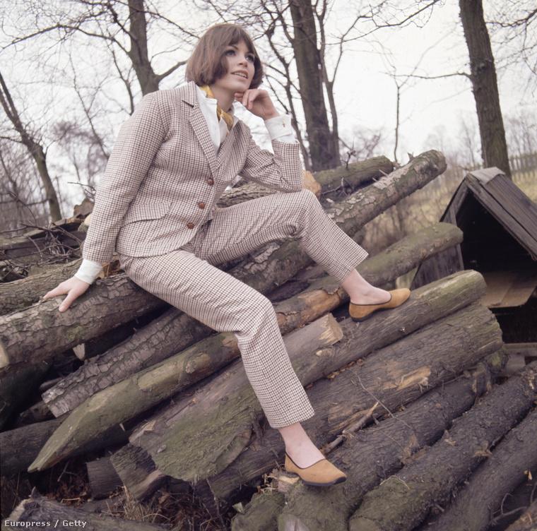 1965, a modell, aki egy farakáson gondolta át az életét.