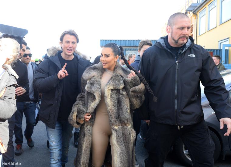 """""""Elnézést kérek Kanye Westné, szeretném jelezni, hogy először azt hittem, hogy ön Björk asszony, ő szokott ilyen hülye ruhákat magára venni errefelé"""" - mondta az ember."""