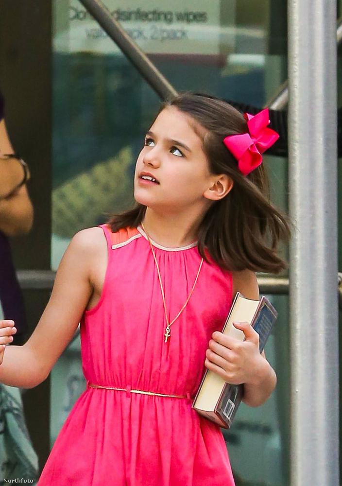 A kislány ugye, hogy egyre jobban hasonlít az apjára?