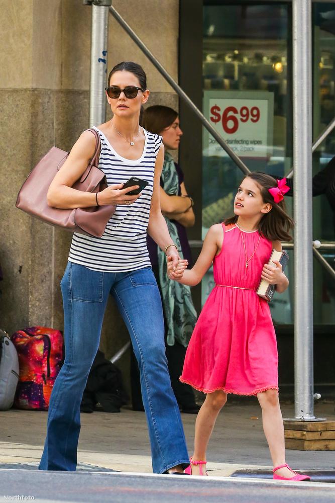 A színésznő és lánya együtt ünnepeltek New Yorkban, csak éppen a gyerek apja nem volt ott, éppen Angliában forgat