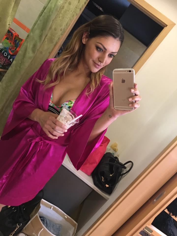 Kulcsár Edina szépségversenyző-modellt pedig egyrészt fotózták, másrészt az édesanyjával töltött időt.Soha rosszabb hétkezdést!