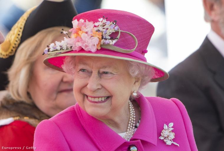 Ugye, milyen érdekes élete van? Hát isten éltesse még sokáig a királynőt! További érdekességeket itt találhat róla.