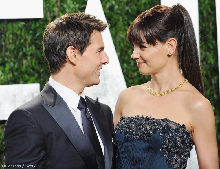Tom Cruise következő felesége, Katie Holmes is csak kicsit volt alacsonyabb Kidmannél – itt valószínűleg magas sarok is bejátszik, de ez nem sokat változtat a lényegen