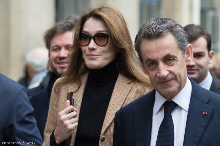 Carla Bruni Sarkozy olasz énekesnő-modell és férje, a volt francia elnök, Nicolas Sarkozy – náluk is a feleség a magasabb