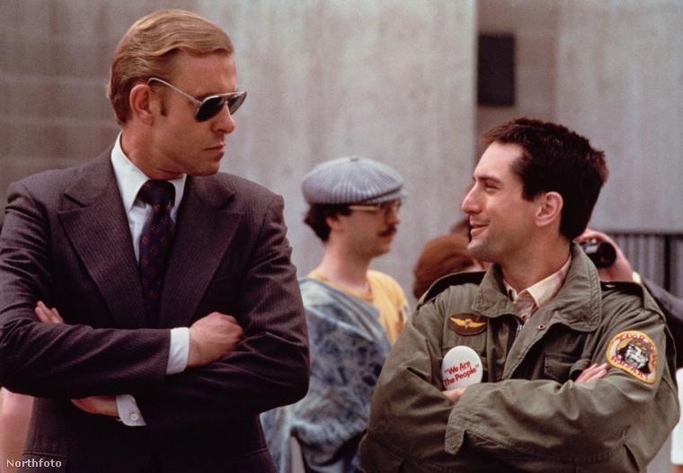 A film, ami egy Vietnámból visszatért amerikai katonáról szól, aki éjszakai taxisként tengeti hétköznapjait, de képtelen visszarázódni a hétköznapokba.