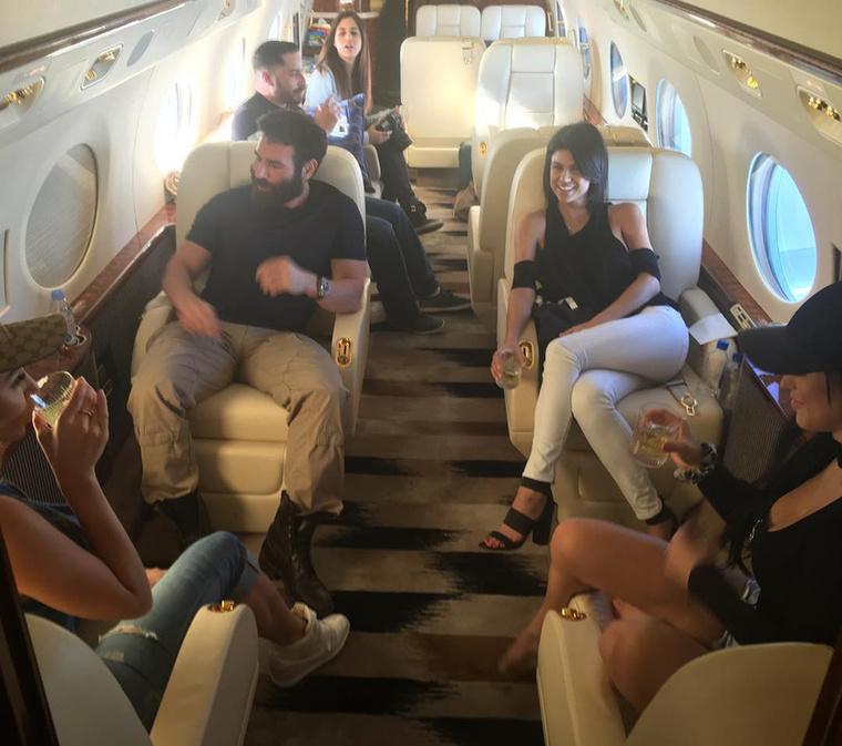 Az elnökjelölt sajtósai Dan Blizerian egyik repülőjén fognak utazgatni.