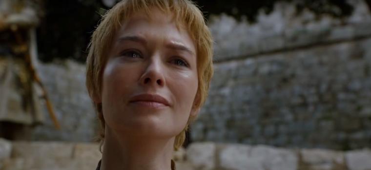 2016-ra az ötödik évados szégyen menet miatt levágták a haját, és azért látszik rajta, hogy egy kicsit megviselte Joffrey halála és az élet.