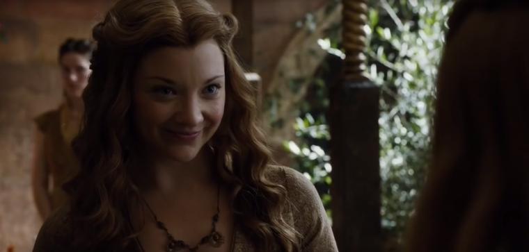 Itt meg már túl is tette magát Joffrey szörnyű halálán, és Cersei bajszát huzigálja éppen az ötödik évadban.