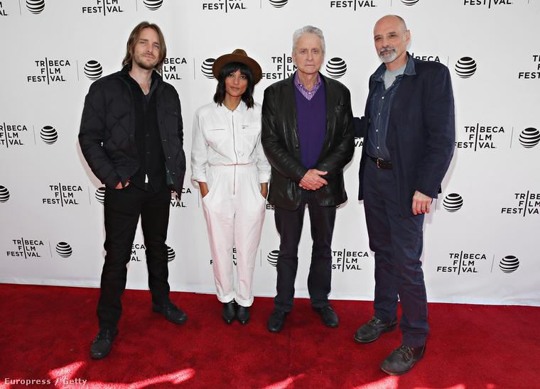 A 71 éves színész a Tribeca Filmfesztivál egyik eseményén jelent meg, és meg kell hagyni, korához és betegségéhez képest nagyon klasszul néz ki.