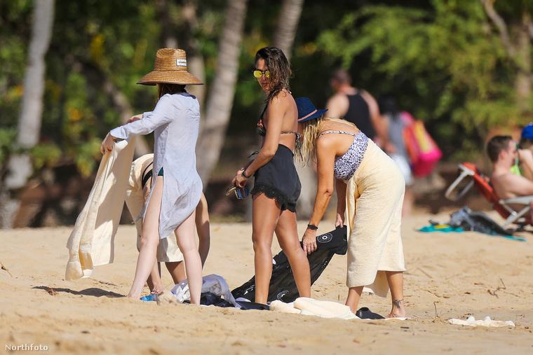 A csodás testű színésznő egy kis teaserrel indította a strandolást, és csak később vette le a fekete bő nadrágot.