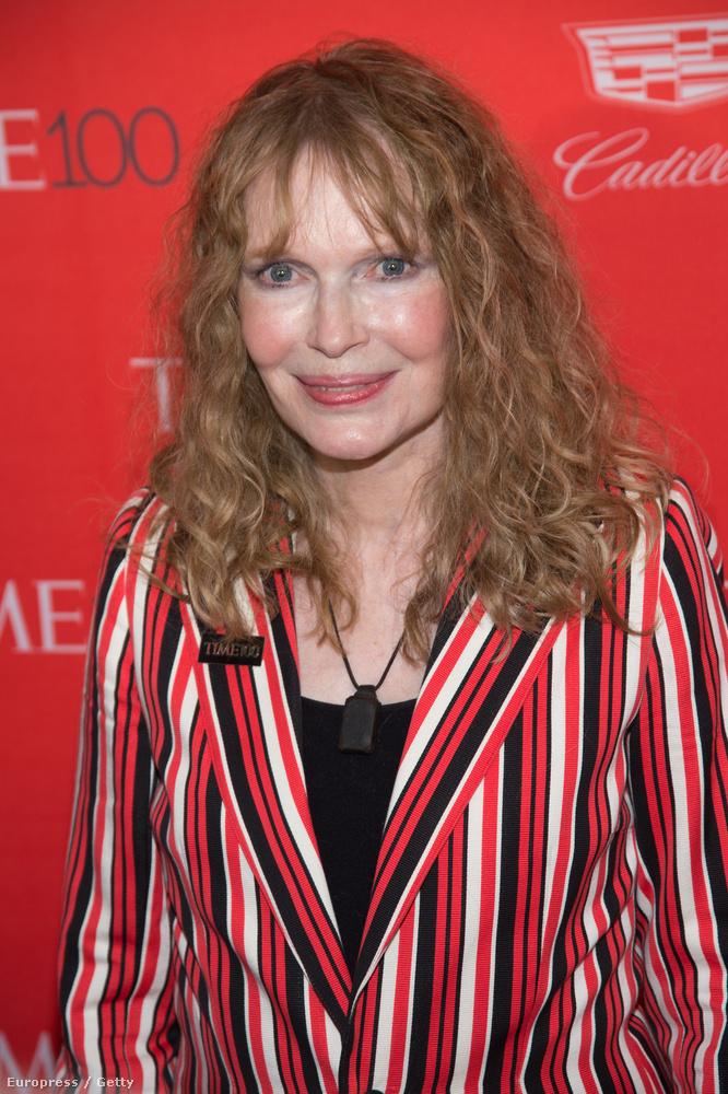 Igen, az a kicsit riasztó külsejű asszony Mia Farrow