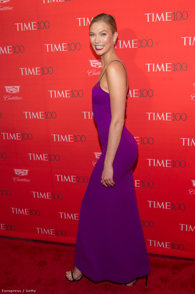Ő még mindig nem Taylor Swift, hanem az egyik legjobb barátnője és egyben hasonmása, Karlie Kloss