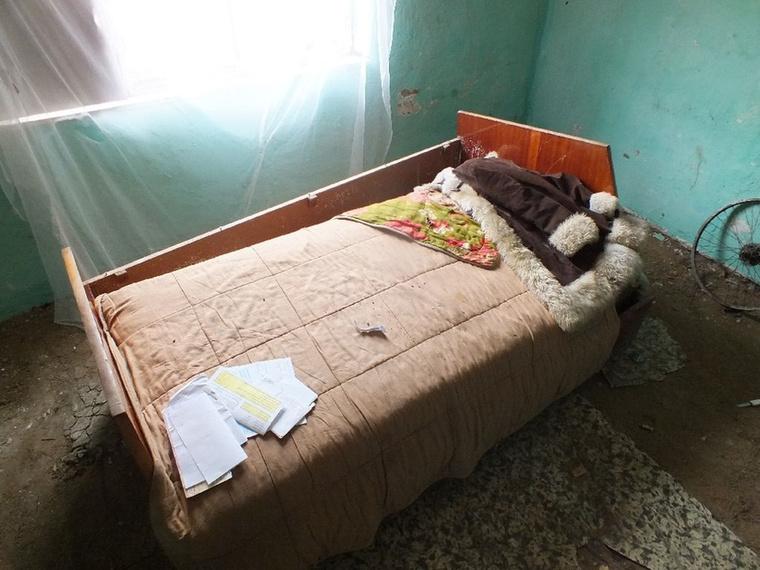 A bántalmazás április 7-én, a délutáni órákban, otthonukban történt