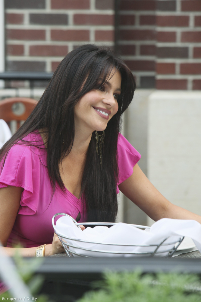 Sofía Vergara az igazi latinos nő, 2009-ben még barna hajjal kezdte, azóta kiszőkült, és milyen jól tette