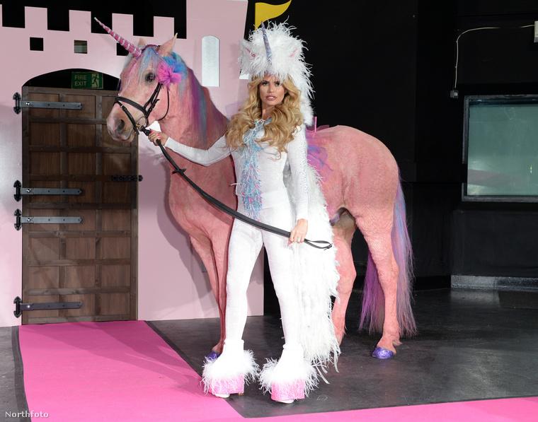 A lovaglás lesz a központi téma, Price két gyermekét és azoknak barátait vezeti majd be a lovas sportok rejtelmeibe