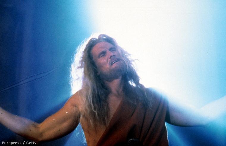 1995-ben, a Johnny Mnemonicben is mutatott izmokat.