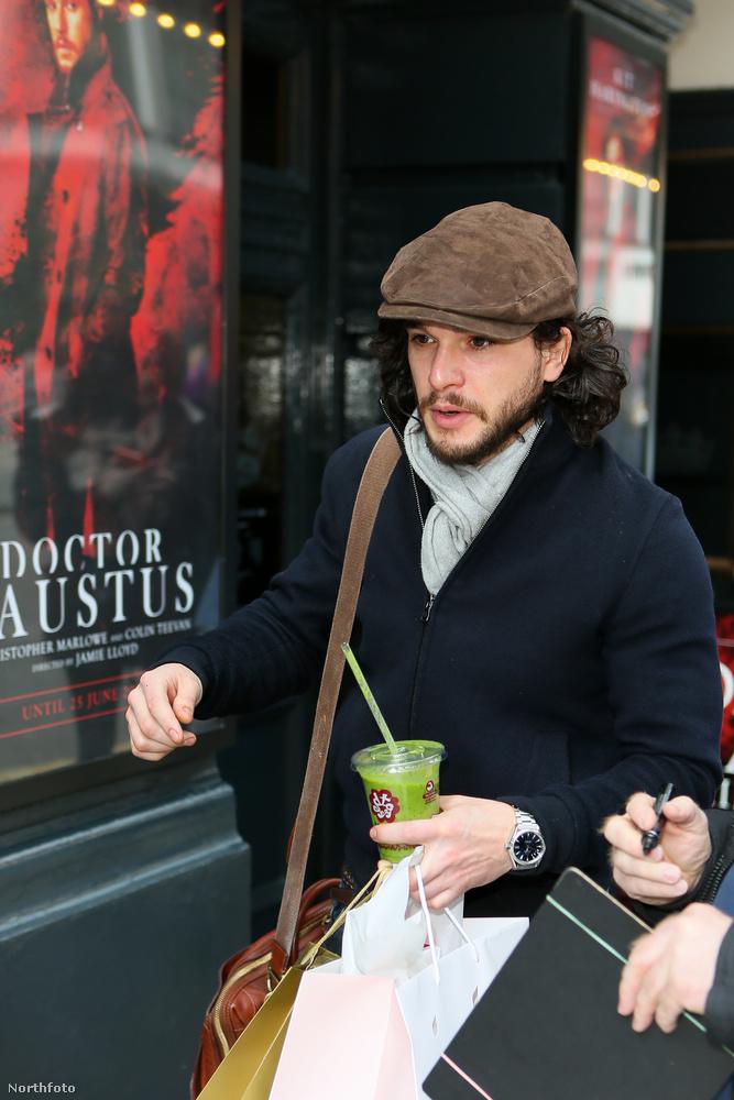 A Doctor Faustus című darabban játssza a főszerepet.