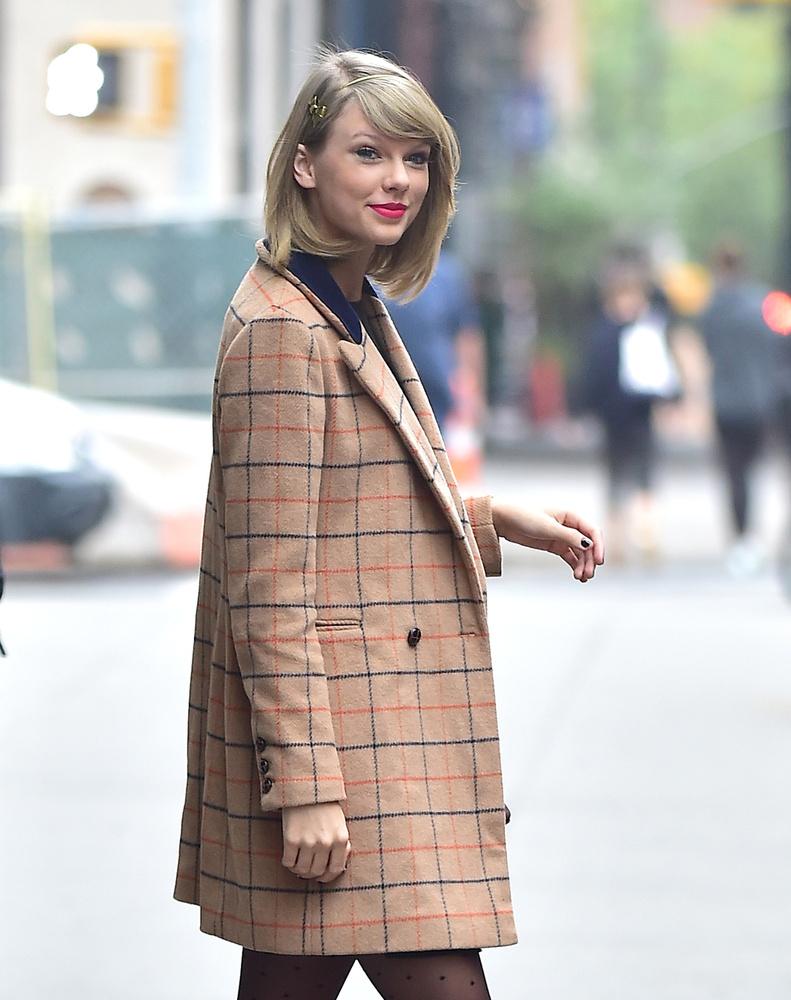 Ha két szóval kéne jellemezni a 26 éves énekesnőt, az a                          cuki és csinos