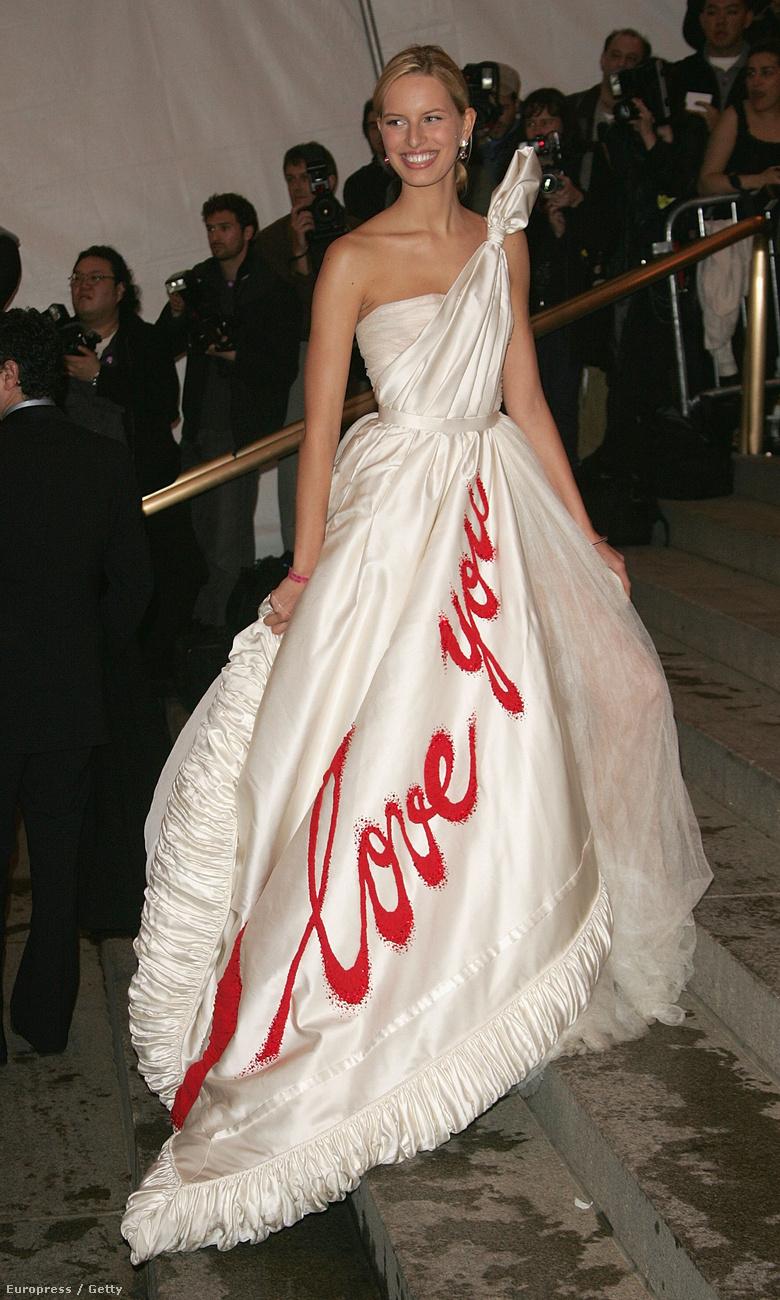 Karolína Kurková 2005-ben így ünnepelte Coco Chanelt.