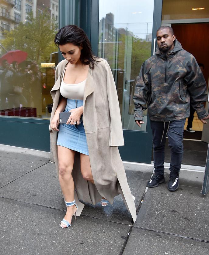 A magáról merész képeket posztolgató reality celebnő a MET bál előtt még elment férjével, Kanye Westtel valami randira