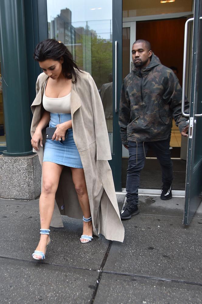 Valaki hívja a divatrendőrséget! Köztudott hogy minden olyan cucc, ami farmerból készül, de nem nadrág (,vagy ing, vagy dzseki), az nincs.