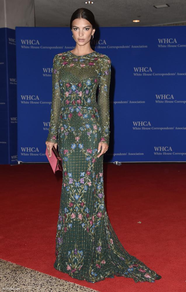 Hasonló árnyalatokkal operál ez a Monique Lhuillier-ruha, amit Emily Ratajkowski visel