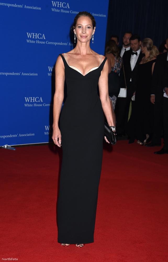 Maradunk a modelleknél, csak ugye Christy Turlington egy másik generáció: ő a '90-es évek egyik szupermodellje volt