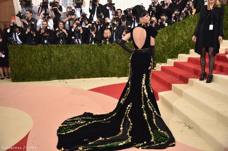 Katy Perry távolról egészen gyönyörű volt