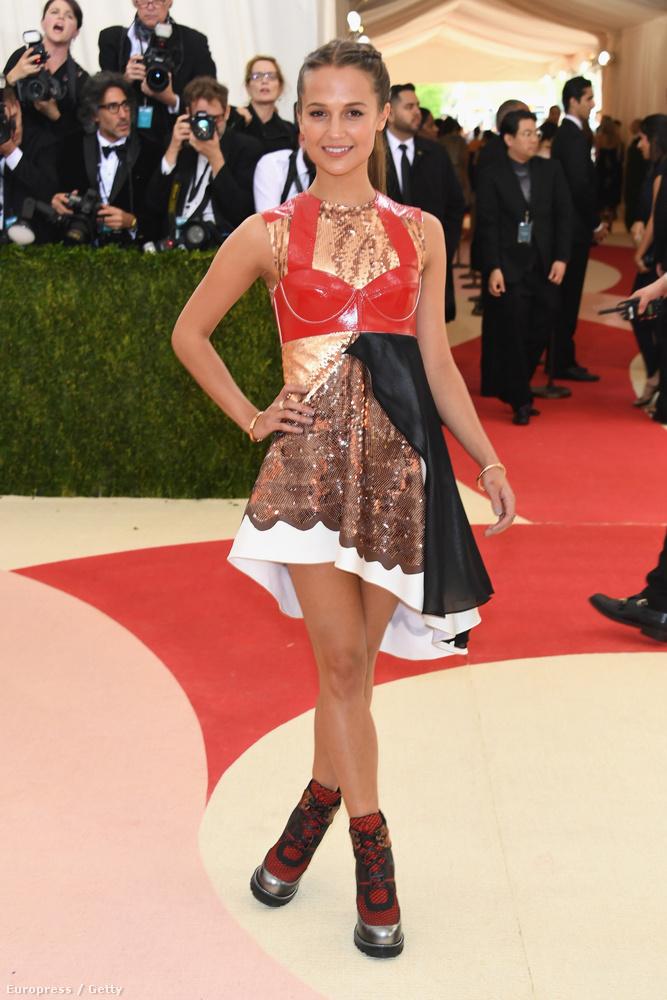 Alicia Vikander is elég eklektikusan nézett ki