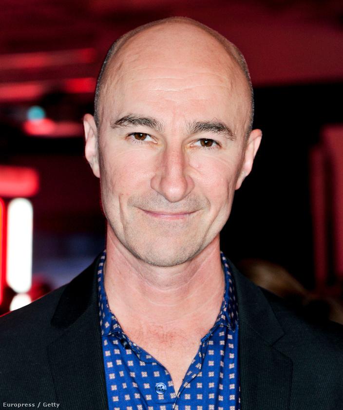 Ross Mullan a sorozatban egyáltalán nem mosolygott, ő a Mások egy vezetője, a kék szemű misztikus lény