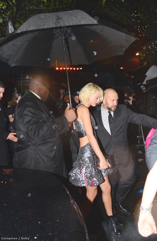 Taylor Swift volt az esemény egyik védnöke, aki egyrészt óriásit táncolt Tom Hiddlestonnal, másrészt azt is megörökítette, mit csinált a barátnőivel a buli után.