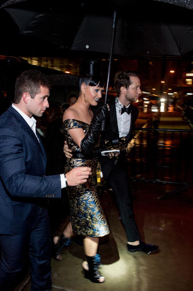 Katy Perry bravúrosan manőverezett: odafelé nem látszott, hogy Orlando Bloommal bármi is lenne,