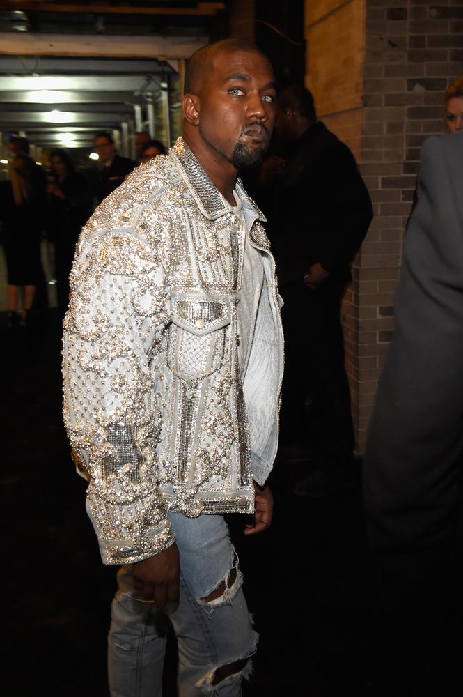 Kanye West viszont pompás robotklónt küldött maga helyett