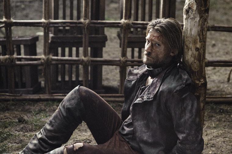 Lássunk más családokat, hátha ott jobb az élet! Jaime Lannisternek nem feltétlenül, hiszen fogságba esett, és a saját testnedveiben ül
