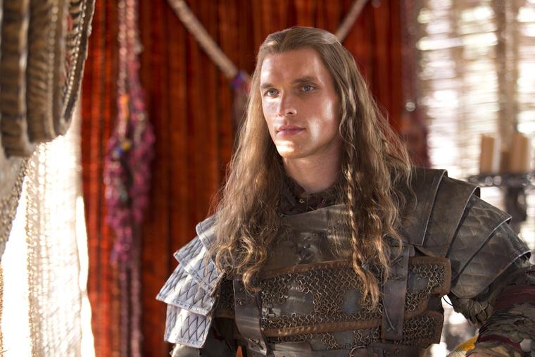 Hű, ki ez a nyálasságig jóképű fiatalember, Daario Naharis, aki a legeslegszebb, Daenerys Targaryen szeretőjévé lett?