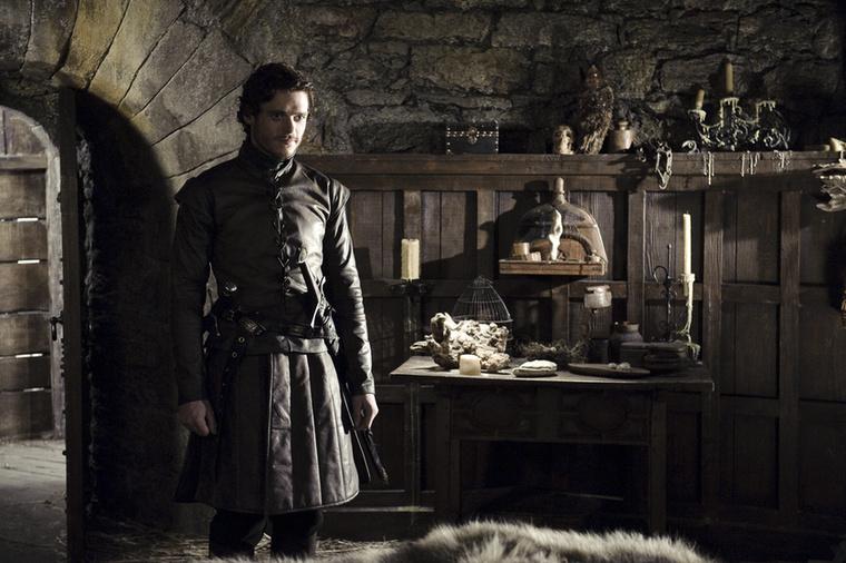 Na de majd a fia! Milyen szimpatikus fiatalember ez a Robb, majd bosszút áll a megbénított öccséért, meg a legyilkolt apjáért!