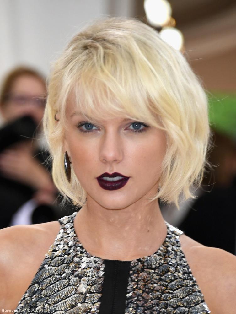 """Taylor Swift""""Már többször mondták, hogy eszméletlen július 4-i bulikat tartok."""""""