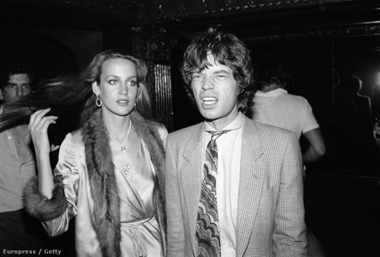 És persze ott van Jerry Hall, aki Mick Jaggerrel járt