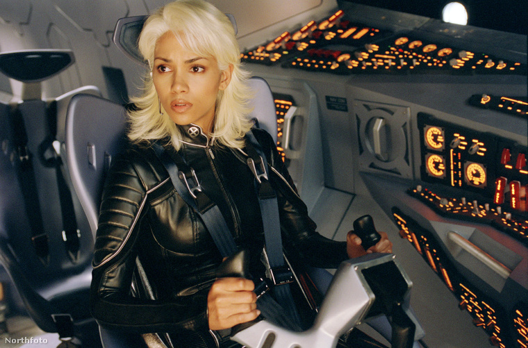 Halley Berry lehet, hogy gyönyörű és jó volt az X-Men-ben is, de ettől még volt egy cserbenhagyásos autóbalesete, ahol ő volt a cserbenhagyó fél.